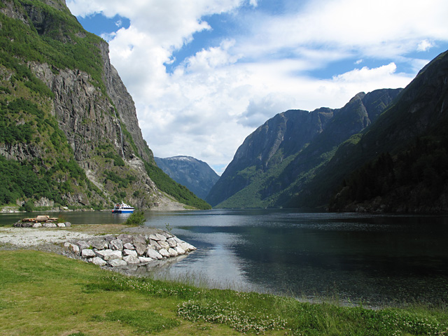 Naeroeyfjorden